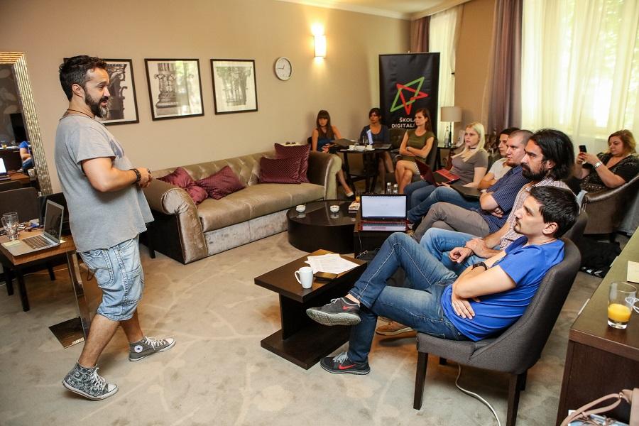 Darko Ivanović (CNN) tokom predavanja na Školi digitalnog novinarstva SĆF