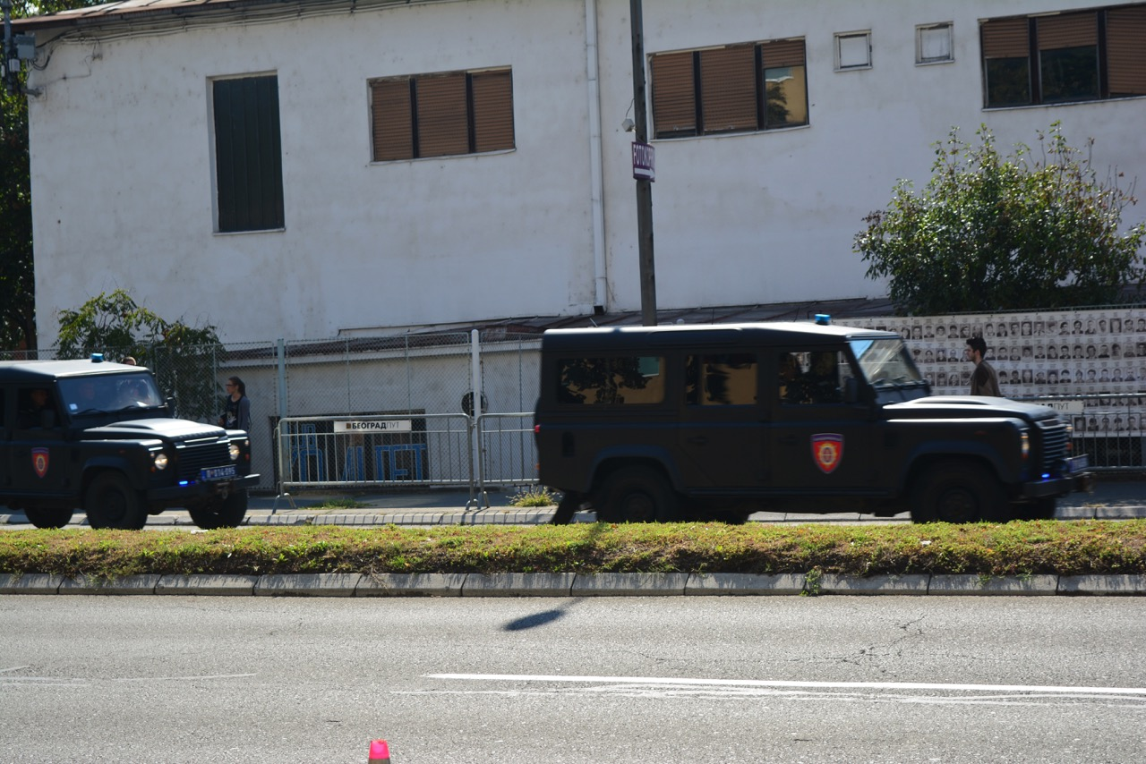 Kolona džipova u kojoj je Milorad Ulemek juče doveden u Specijalni sud